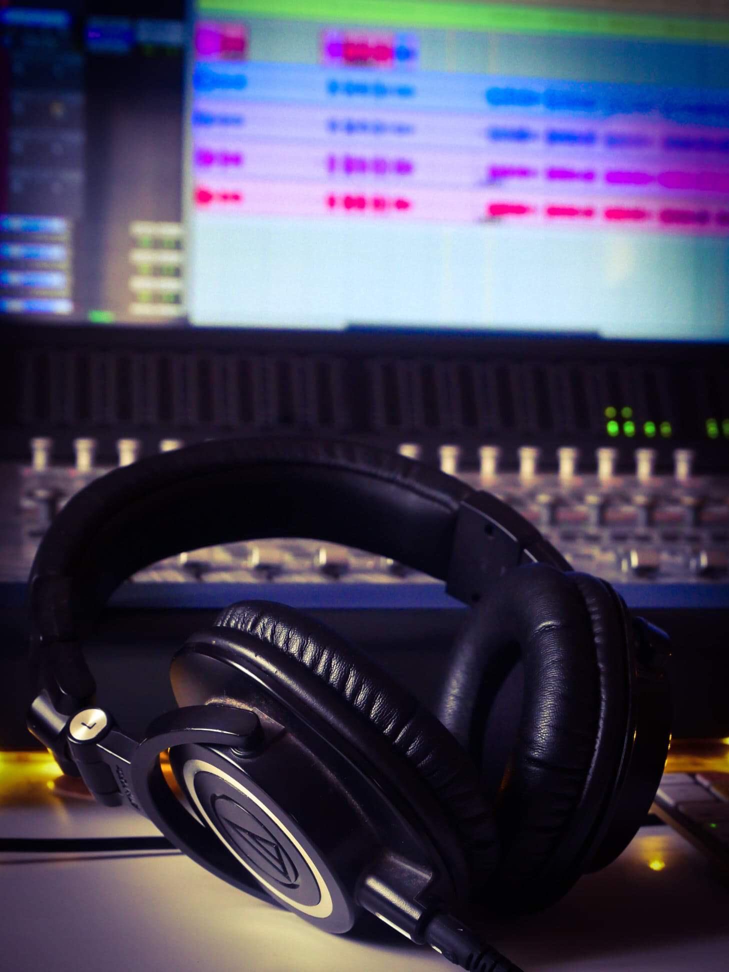 casque audio technica écran console de mixage protools